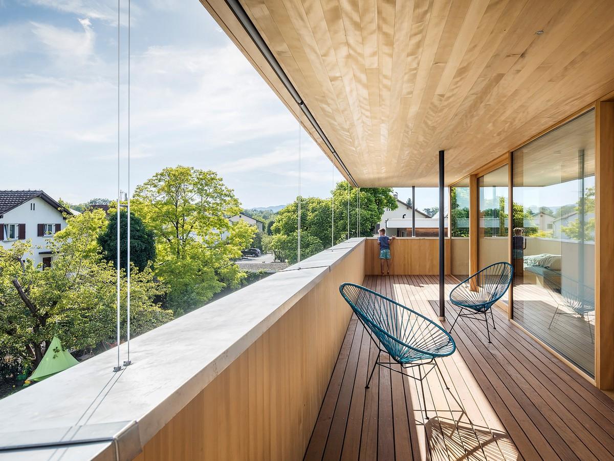 Двухэтажный деревянный дом в Австрии