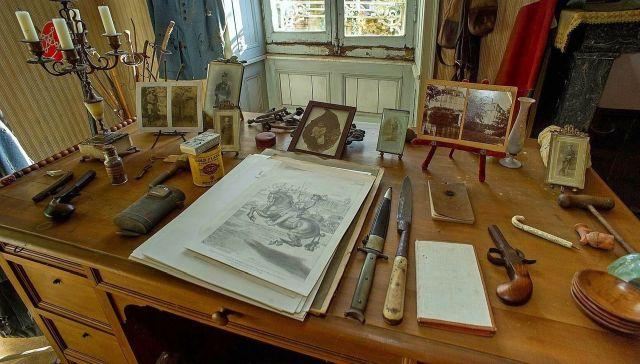 Во Франции пара купила дом и нашла там комнату лейтенанта французской армии